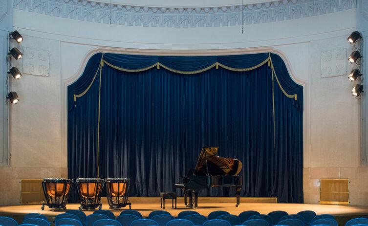 Bühne in der Konzertrotunde